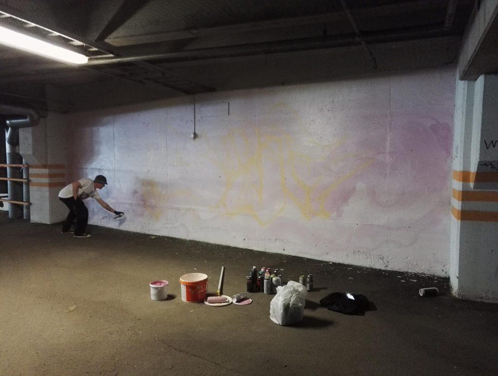Close24k aloitti eilen maalauksensa luonnostelun